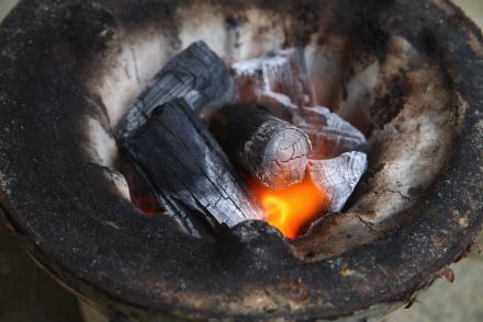 七輪の炭火