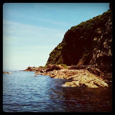 断崖絶壁と海