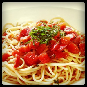 自作のトマトの冷製パスタ
