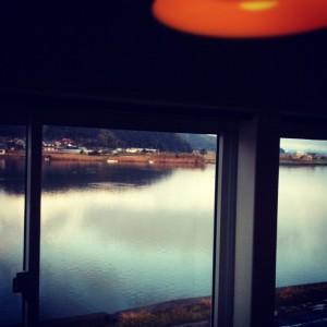 ivi cafe 店内から大橋川を眺める