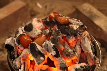 焼き栗 on ダッチオーブン