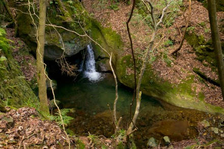 隠れ権現滝