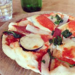 窯焼き手作りピザ