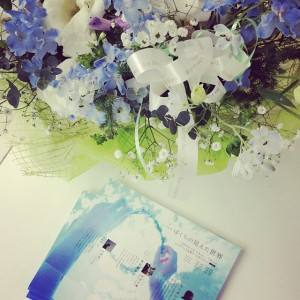 フライヤーと花