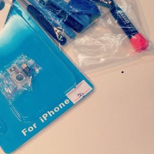iPhone5交換用バックカメラと分解ツール。そしてゴミ。